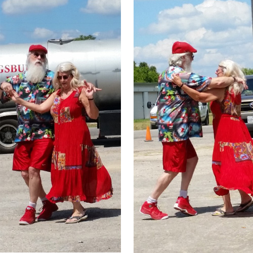San Antonio Dancing Santa and Mrs. Claus